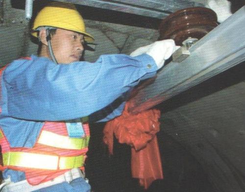 Suspension insulator installation case