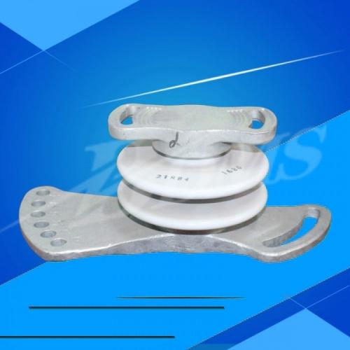 Porcelain insulator for subway